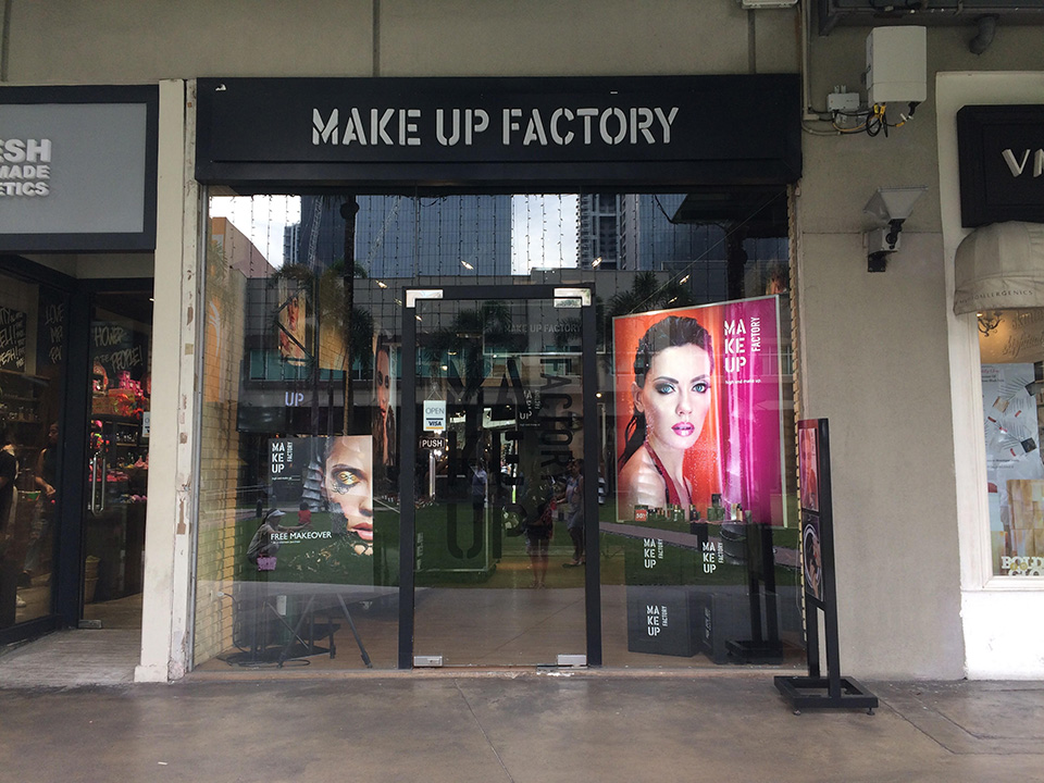 Fachada de Loja Feminina Make Up Factory