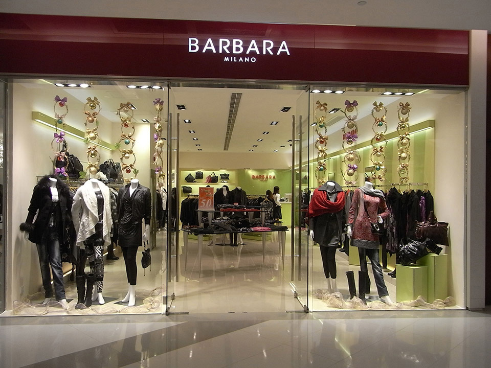 Fachadas de Lojas de Roupas Barbara Milano
