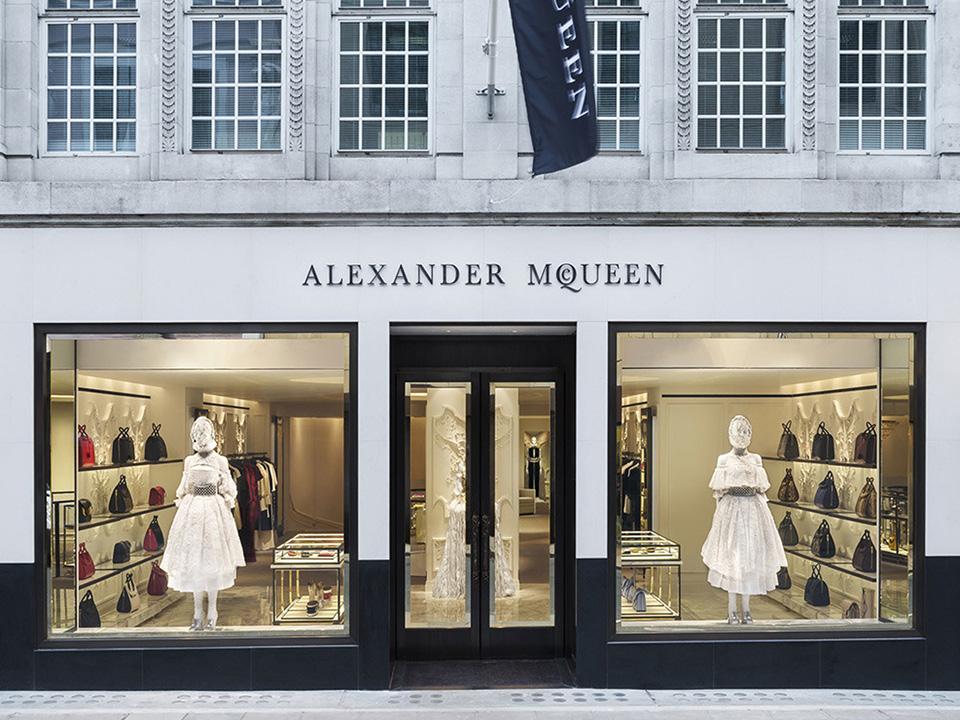 Fachadas de Lojas de Roupas Femininas Alexander Mcqueen
