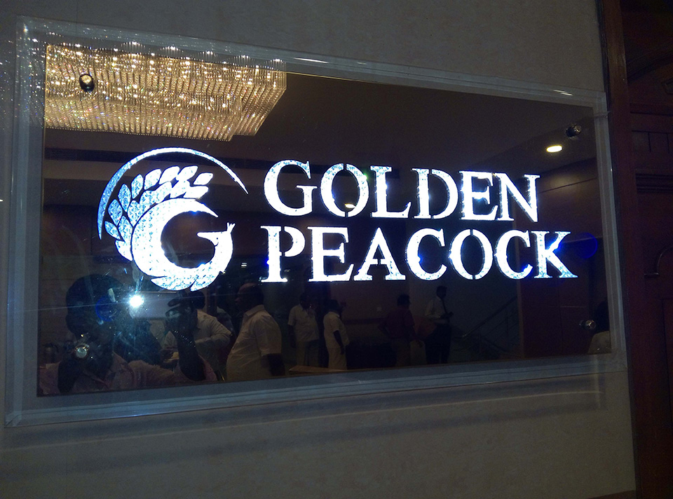 Letreiro de Led Golden Peacock