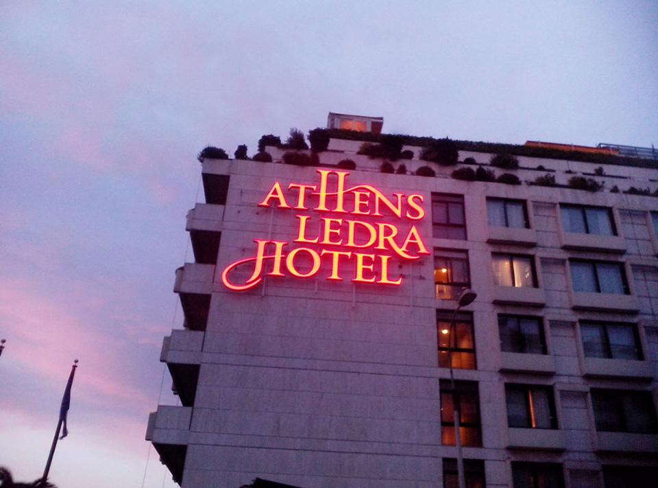 Letreiro de Led Athens Ledra Hotel