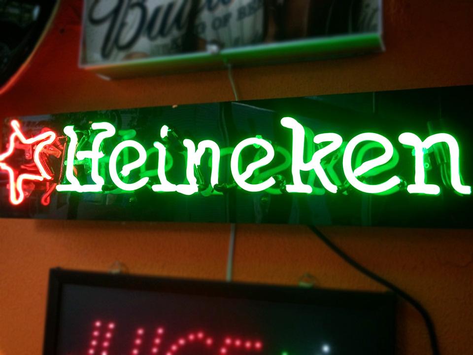 Letreiro Neon Heineken