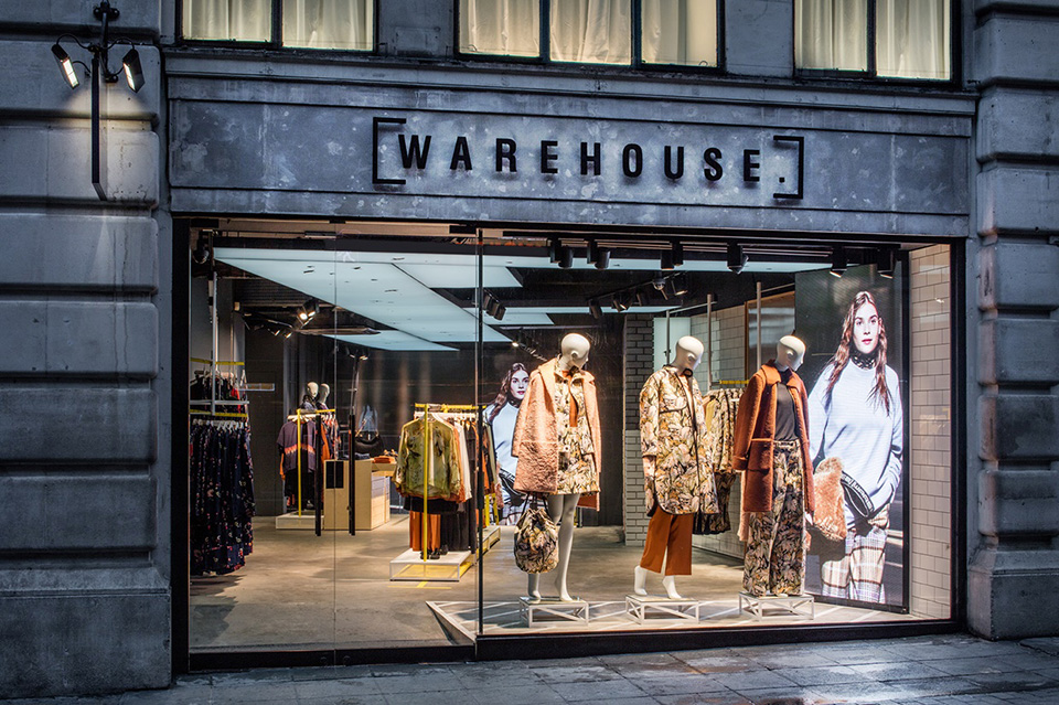 Fachada de Loja Feminina Warehouse
