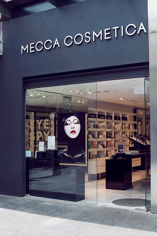 Fachada de Loja Feminina Mecca Cosmetica