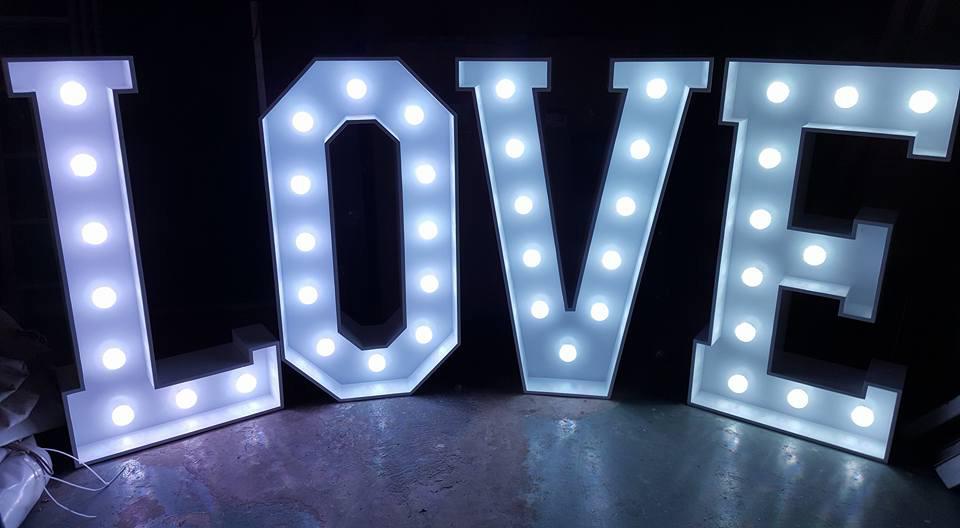 Letreiro de Led Love